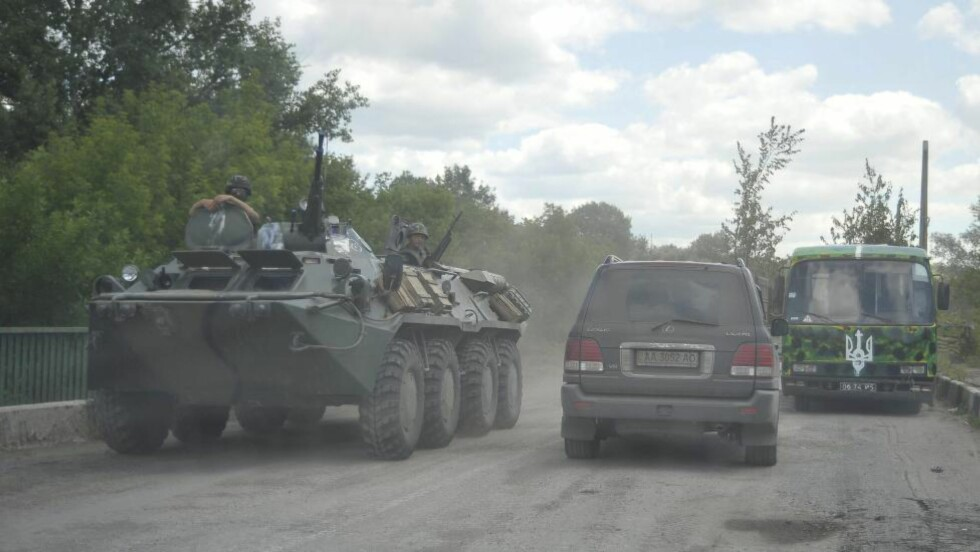 KLAR TIL KAMP: Ukrainske styrker klare til kamp i dag tidlig.  EPA/IVAN BOBERSKYY Scanpix