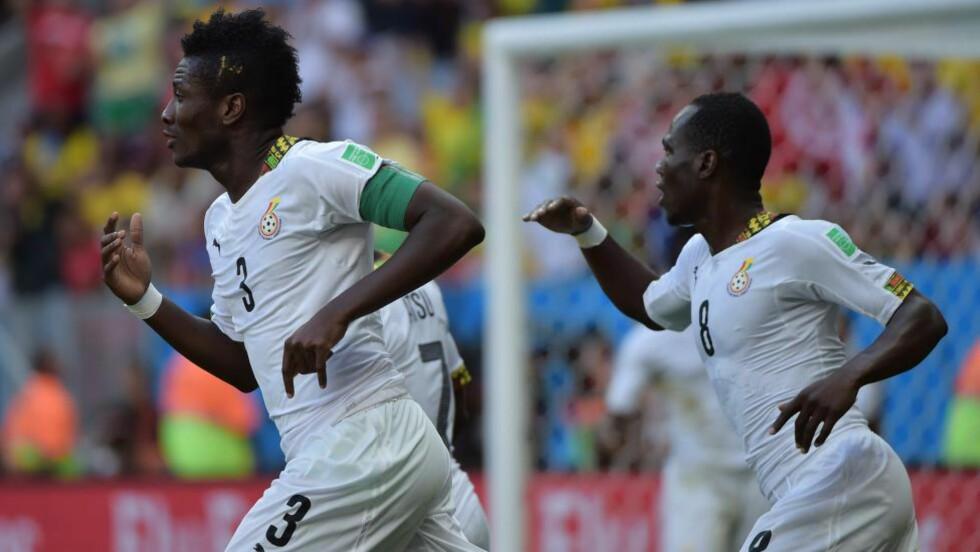 SPESIELT VM: Asamoah Gyan (til venstre), Emmanuel Agyemang Badu og de andre Ghana-spillerne hadde et spesielt VM i Brasil, med mye utenomsportslig fokus.  FOTO: SCANPIX/AFP/ GABRIEL BOUYS