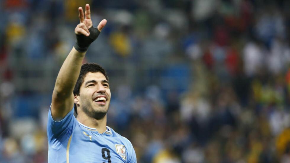 TIL BARCA?: Denne sommeren kan ende med noe positivt likevel for Luis Suarez - som ser ut til å nærme seg Barcelona mer og mer. Foto:  REUTERS / Tony Gentile / NTB Scanpix