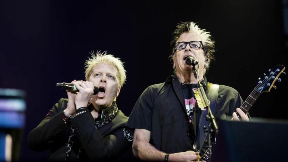 JOVIALE: Vokalist Dexter Holland og gitarist Noodles behandlet Hove-publikummet som om de var svigers. Det funka.  Foto: John T. Pedersen / Dagbladet