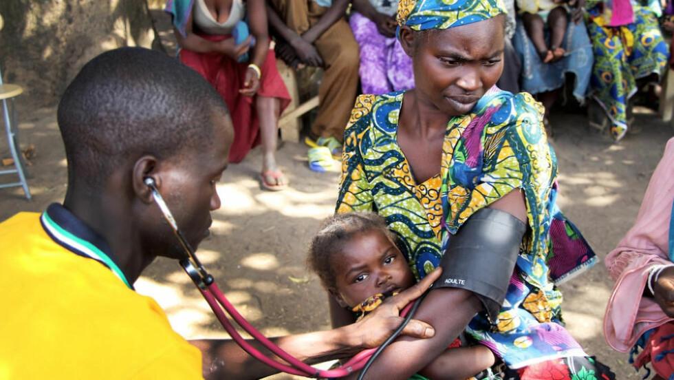 KRISE: I Tsjad dør hvert sjette barn før sin femårsdag. Hovedårsaken er mangelen på et skikkelig helsevesen. De fleste i landet lever uten tilgang til leger, medisiner og helsehjelp. Foto: Samantha Maurin/ Leger Uten Grenser.