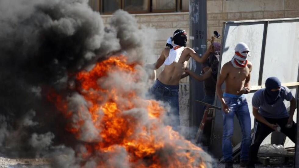 GATEKAMPER: Palestinske demonstranter havnet i sammenstøt med israelsk politi i Øst-Jerusalem onsdag. Foto: AFP PHOTO / THOMAS COEX