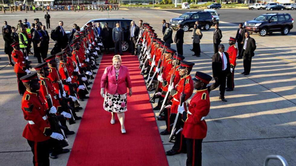LIKESTILLING Erna Solberg tok en Gro da hun talte på en kvinnekonferanse i Kigali i Rwanda i formiddag. Her har kvinnene satt rekord med  64 prosent kvinnerepresentasjon i parlamentet, Men presidenten er mann, Paul Kagame, Her forlater Solberg Lililongwe i Malaiwi.Foto:Nina Hansen / Dagbladet