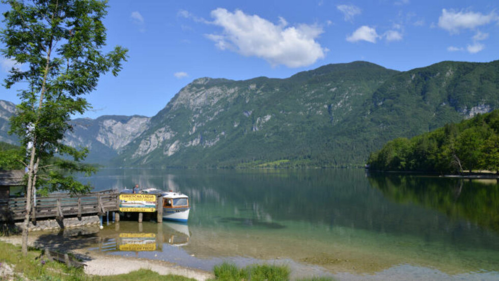 KRYSTALLVANNET: Bohinjsjøen er kanskje en av Slovenias vakreste, og det perfekte oppholdssted før og etter toppturen. Det går også mange enklere ruter i området. Foto: RONNY FRIMANN OG TORILD MOLAND