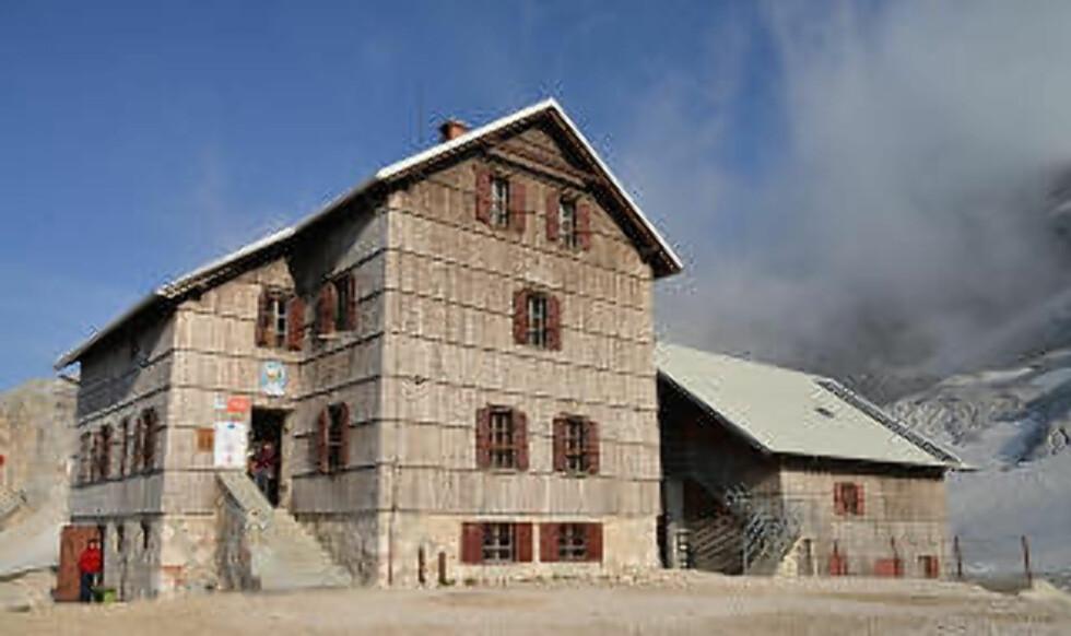 NATTAS KRYPINN: Det er enkelt å gå fra hytte til hytte i De julianske alper. Hyttene, som Dom Planica, er komfortable, med servering av varme retter og gode senger med ordentlige dyner. Foto: RONNY FRIMANN OG TORILD MOLAND