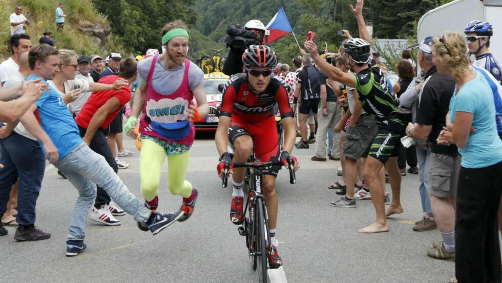 IKKE FAVORITT:  Tejay Van Garderen tror ikke han kan utfordre Alberto Contador og Chris Froome i kampen om sammenlagtseieren. Her fra Alpe d'Huez i fjor, der amerikaneren ble nummer to. AFP PHOTO / PASCAL GUYOT