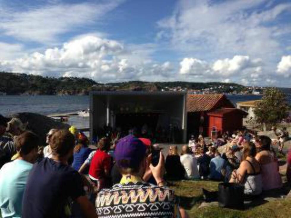 Tematelttur:  Den eneste måten å komme seg til Indianeröenfestivalen er med båt. - Kall det gjerne en musikalsk tematelttur, sier arrangør Magnus Berg. Foto: Indianeröfestivalen