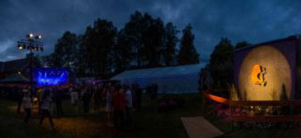 Sommerhyllest:  Midstommerfest arrangeres i Aurskog hver juni. Her samles små og store til sankthans og midtsommersfeiring. Foto: Midtsommerfest
