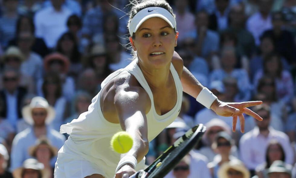 FINALEKLAR: Eugenie Bouchard fra Canada er klar fior Wimbledon-finale etter seier mot Simona Halep fra Romania. Foto: AP Photo/Ben Curtis