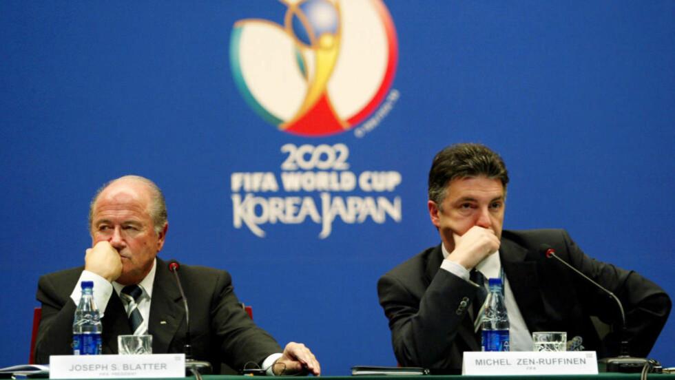 AVVISER BLANKT: Tidligere FIFA-generalsekretær Michel Zen Ruffinen (t.h.) avviser blankt at han har noe med den mystiske e-posten som ble sendt fredag ettermiddag å gjøre. Foto: Reuters / NTB scanpix