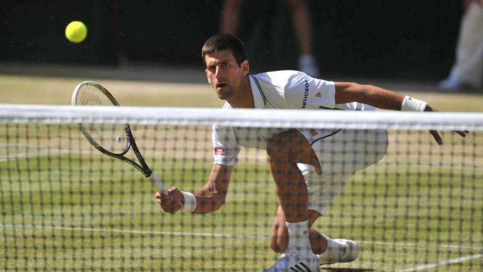 FINALEKLAR: Novak Djokovic er klar for sin tredje Wimbledon-finale etter å ha slått bulgarske Grigor Dimitrov i en dramatisk semifinale - der møter han Roger Federer. Foto: AFP PHOTO / GLYN KIRK / NTB Scanpix