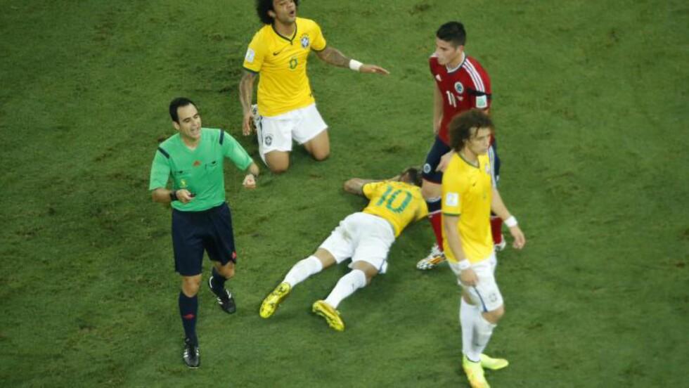 FÅR KRITIKK: Dommer Carlos Velasco Carballo får kritikk etter kvartfinalen. Foto: AFP PHOTO / POOL / FABRIZIO BENSCH