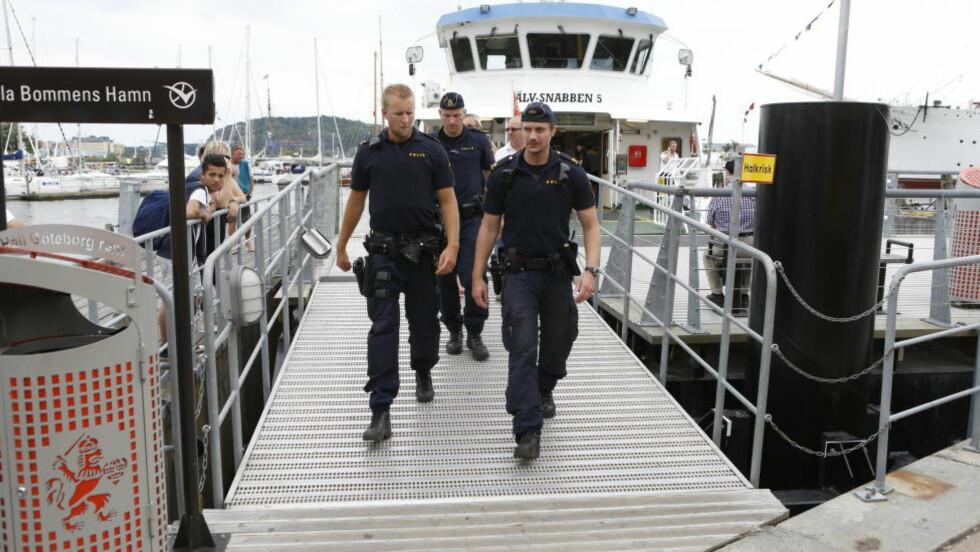 ETTERFORSKER ULYKKA: Politiet har iverksatt etterforskning etter at ei ferje med rundt 70 passasjerer krasjet inn i ei brygge i Göteborg i ettermiddag. Ti mennesker skal ha blitt skadet i sammenstøtet. Foto: Jan Wiriden / GT