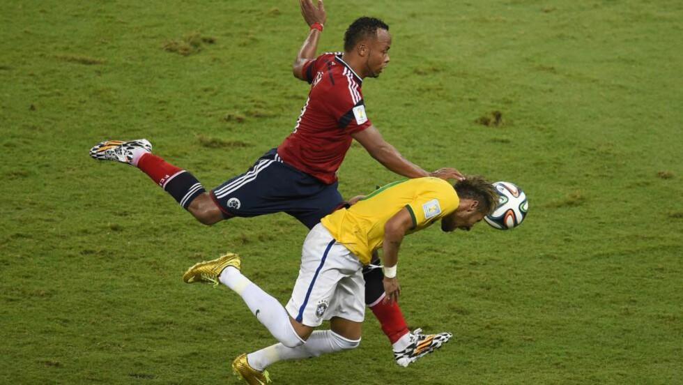 TRUSLER: Juan Zúñiga har mottatt et hav av dødstrusler og rasistiske meldinger etter taklingen som skadet den brasilianske yndlingen Neymar. Foto: AFP PHOTO / ODD ANDERSEN / NTB Scanpix