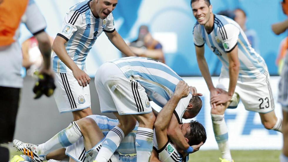 JUBEL  Argentina er videre til semifinalen. Foto: NTB Scanpix