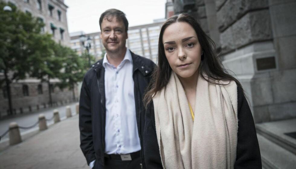 KAN UTFORDRE STATEN: Andrea Voll Voldum og advokat John Christian Elden vurderer å gå til sak mot den norske staten i Den europeiske menneskerettsdomstolen. Foto: Øistein Norum Monsen