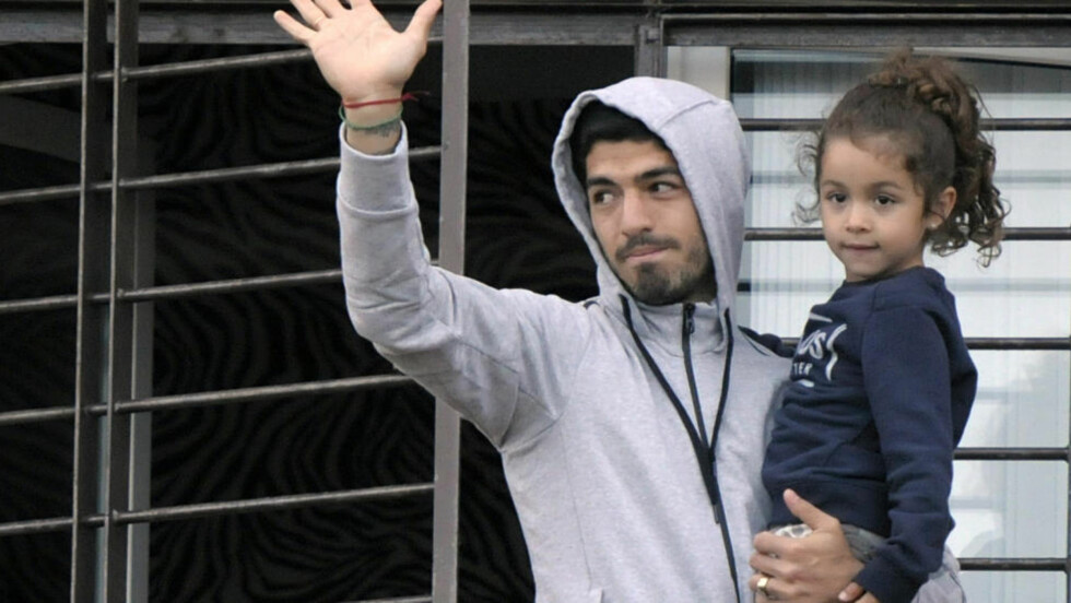 HJEMME:  Luis Suarez  hjemme i Montevideo. Foto: NTB Scanpix