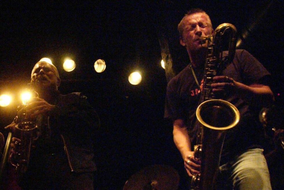 KOLLEGER: Peter Brötzmann (tv) og Mats Gustafsson — saksofonister som spiller hver sin rolle i Johannes Røds bok. Brötzmann på platelistene, Gustafsson som skribent. FOTO: LARS MYHREN HOLAND/DAGBLADET.