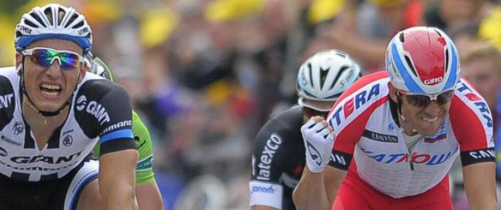 SINT: Alexander Kristoff ble tydelig forbanna da han innså at etappeseieren glapp - og slo i styret og skrek noen stygge ord. Foto:EPA / NICOLAS BOUVY / NTB Scanpix