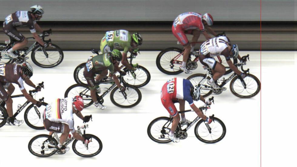 SÅ NÆRT: Alexander Kristoff var noen centimer i fra å vinne sin første seier i Tour de France, desverre ble han slått av Kittel på målstreken. Foto: AP Photo / ASO / NTB Scanpix