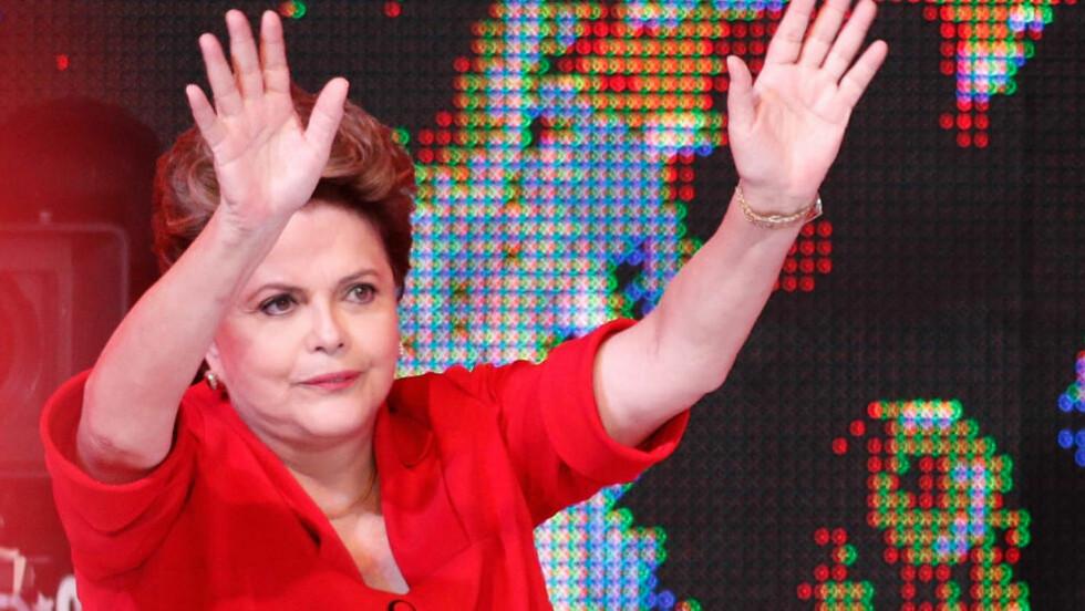 I SORG: Brasils president, Dilma Rousseff, er blant de mange som nå depper etter 1-7-tapet mot Tyskland. Foto: AP Photo/Eraldo Peres