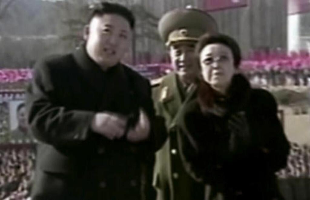 BORTE: Diktator Kim Jong-un og tanta Kim Kyong Hui avbildet sammen i februar 2013. Nå lurer man på hvor tanta var under minnemarkeringen for Kim Il-sung i går. Foto: AP Photo/KRT/NTB SCANPIX