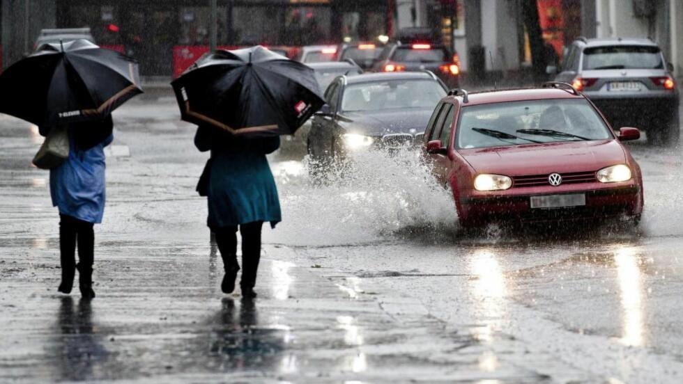 Nedbør: «Regnbya i Oslo den 26. juni sprengte fullstendig tidlegare rekordar», skriver artikkelforfatteren. Foto: Vegard Grøtt / NTB Scanpix