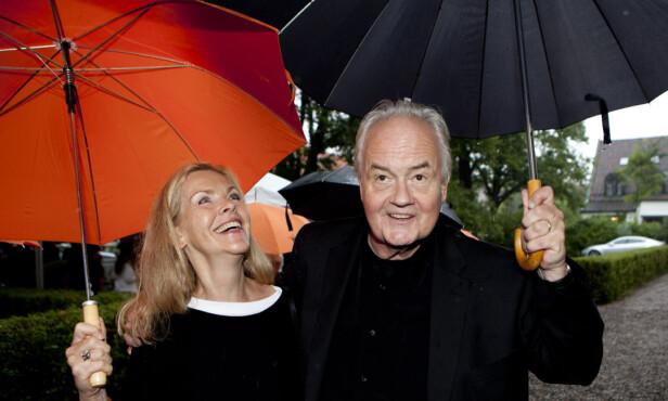 PÅ ASCHEHOUGS HAGEFEST: Ketil Bjørnstad sammen med kona Catharina Jacobsen.