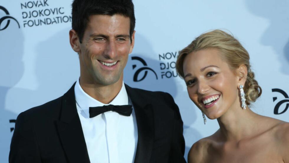 MANN OG KONE: Etter mer enn åtte år som kjærester, ga i dag Novak Djokovic og Jelena Ristic hverandre sine ja. Foto: AP Photo / Ben Curtis / NTB Scanpix