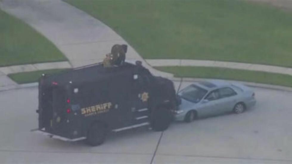 OMRINGET: Politiet klarte å omringe Ronald Lee Haskell kort tid etter drapene, men det tok over tre timer før han overga seg. Foto:    REUTERS/KPRC-TV