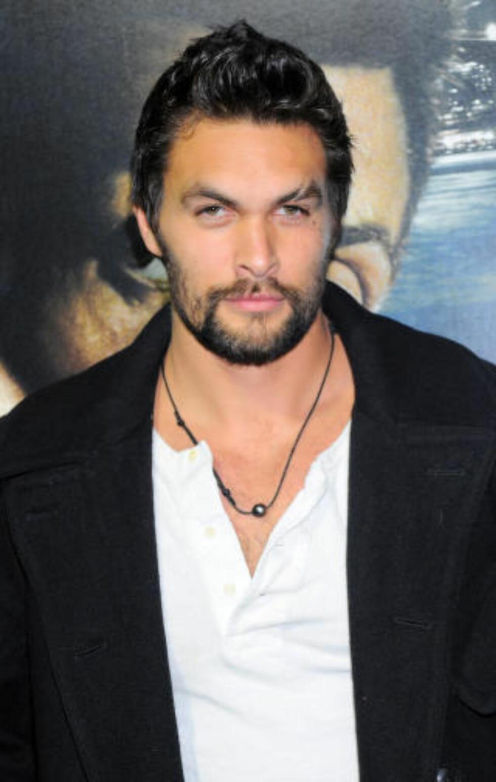 SÅNN SER HAN EGENTLIG UT: Jason Momoa, som spiller karakteren Khal Drogo i «Game of Thrones». Foto: Stella Pictures