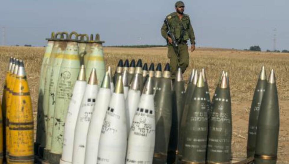 FORBEREDT: Israels militære forbereder seg til dag fire av Operasjon Protective Edge, og har stillt seg opp langs grensa mot Gazastripen. Foto: AFP PHOTO / JACK GUEZ / NTB Scanpix