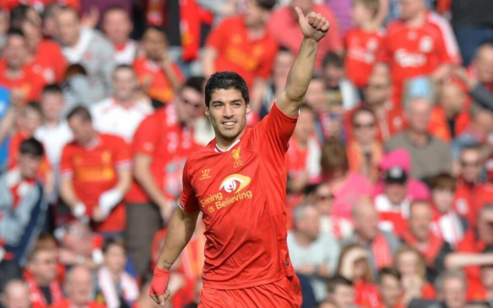 FLYTTER TIL SPANIA: Liverpool-supporterne har sett Luis Suárez for siste gang i den røde drakta. AFP PHOTO / PAUL ELLIS