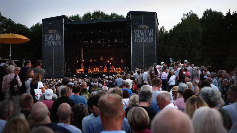 OVER 11 000: Aldri har det vel vært flere mennesker på en konsert i regi av Stavernfestivalen, mer enn 11 000. Og publikum satte stor pris på Bob Dylan, selv om han er en lite tilgjengelig artist. Foto: Anders Grønneberg