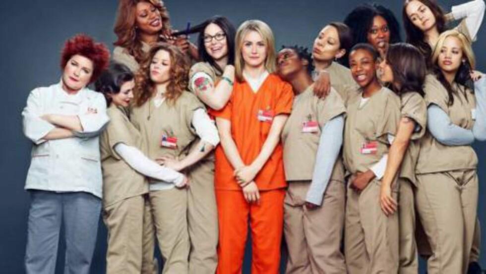 HVA MED BIROLLENE? Taylor Schilling ble nominert for en Emmy, men minst halvparten av de andre skuespillerne i «Orange is the New Black» burde også bli anerkjent av juryen. Foto: Netflix