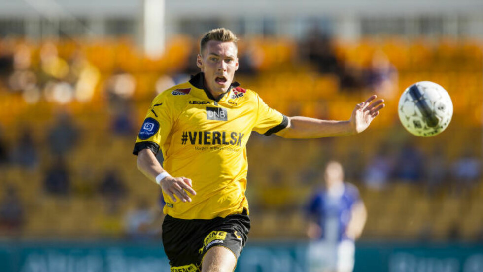 VILLE SEG IKKE: Magnar Ødegaard og Lillestrøm var det beste laget mot Sarpsborg 08, men klarte aldri å få hull på byllen i varmen på Åråsen. Foto: Vegard Grøtt / NTB Scanpix