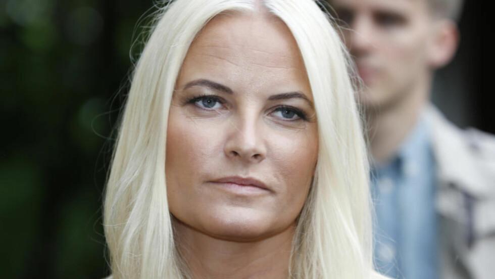SLITER MED FOLKELIGHETEN: Kronprinsesse Mette-Marit sliter med å finne balansen i folkeligheten, mener kongekritiker Trond Nordby. Foto: SCANPIX