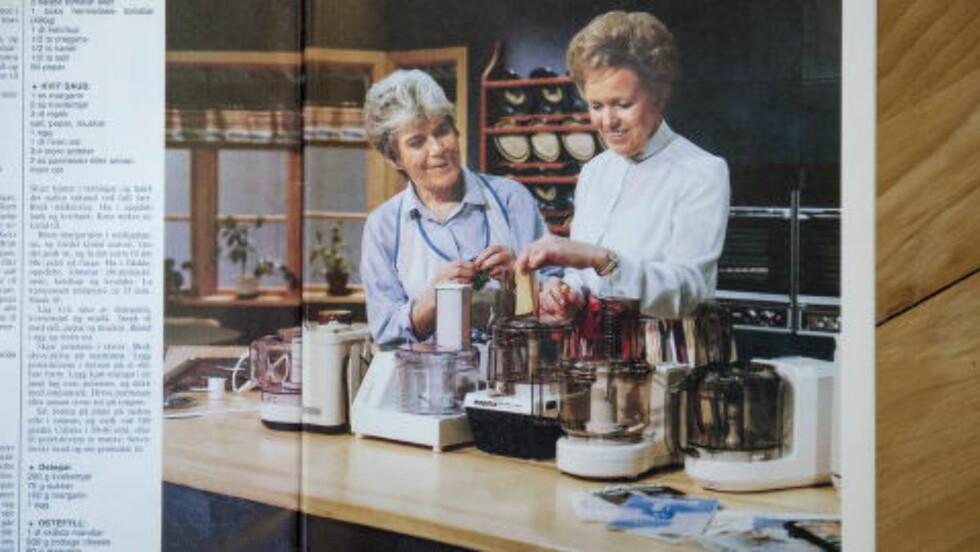 Gode venner:  Liv Gregersen Kongsten var «juksekokken» til Ingrid Espelid Hovig, og de to damene utviklet et nært vennskap. Her er heftet «Norsk mat med tradisjon» avbildet, som ligger på Mills-fabrikken. Foto: Benjamin A. Ward / Dagbladet