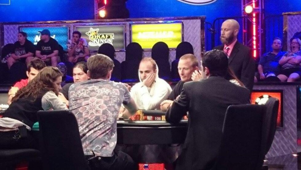 PÅ FINALEBORDET Felix Stephensen kan vinne 60 millioner i poker. Foto: vimennpoker.no