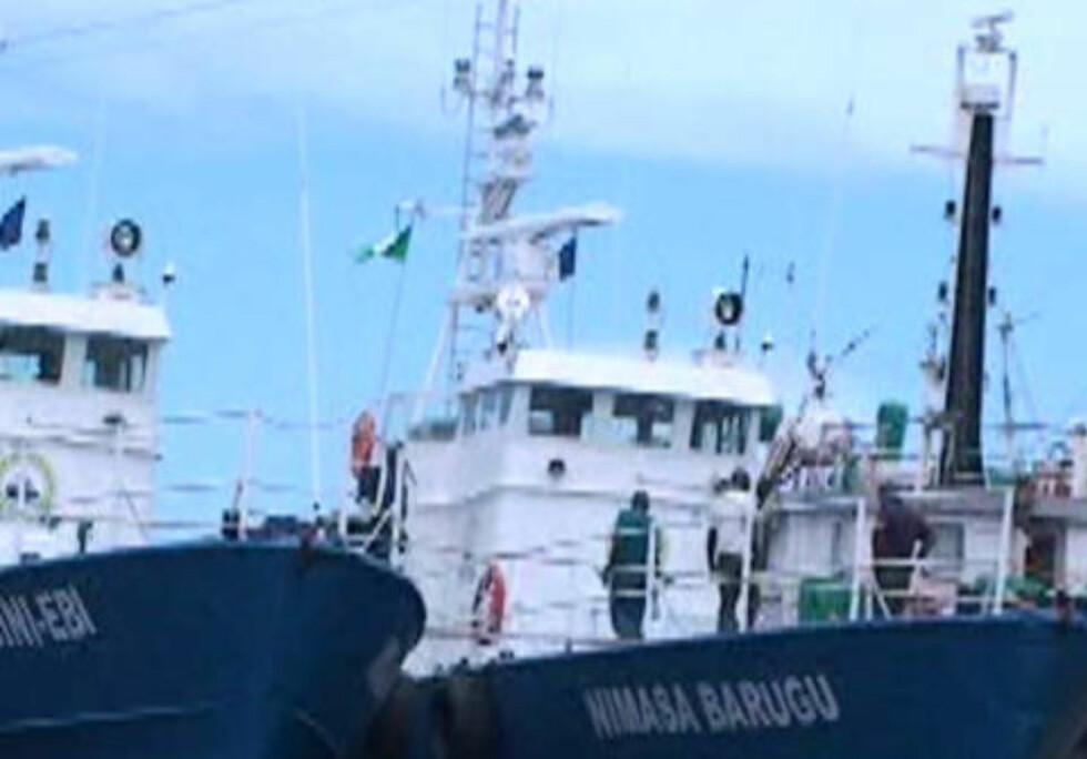 NIGERIA: Her er to av de seks tidligere norske missiltorpedobåtene som i dag er del av den beryktede ekspiraten «Tompolos» private piratjegerflåte i Nigeria. Foto: Privat