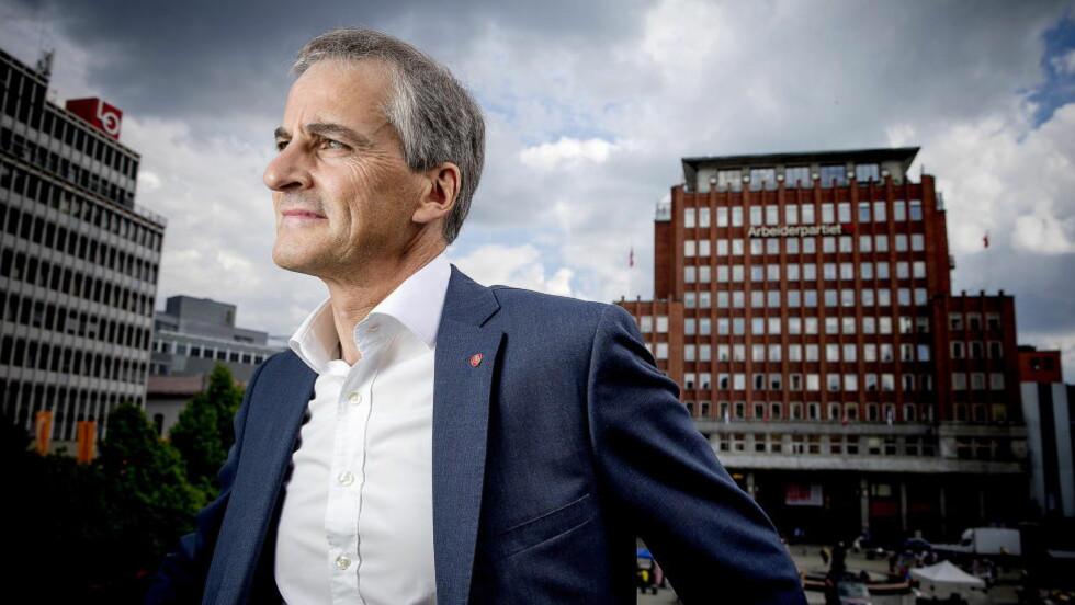 STRENGT NOK?: AP-leder Jonas Gahr Støre åpner for at regelverket for eksport av forsvarsmateriell bør gjennomgås på nytt.  Foto: Bjørn Langsem / Dagbladet