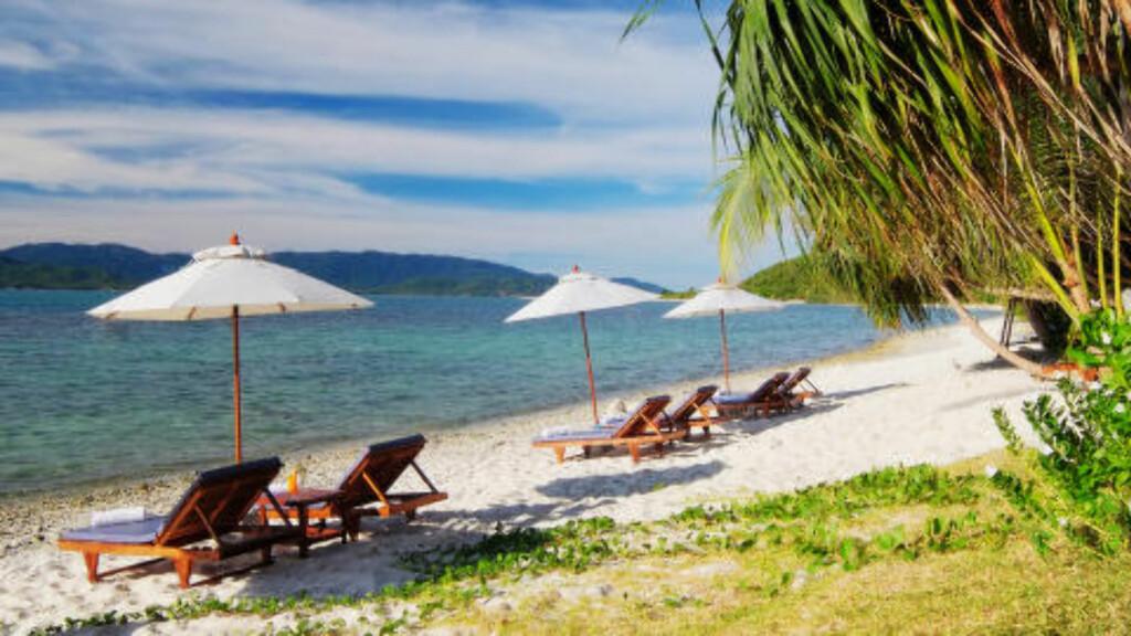 SIAM-BUKTA: Rett nedenfor hotellet kan du sole deg og bade i Siam-bukta. Foto: TORMOD BRENNA