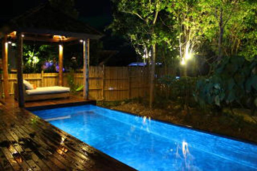 PRIVAT BASSENG: I de største bungalowene får du ditt eget svømmebasseng. Perfekt for et lite nattbad før du går til køys. Foto: TORMOD BRENNA