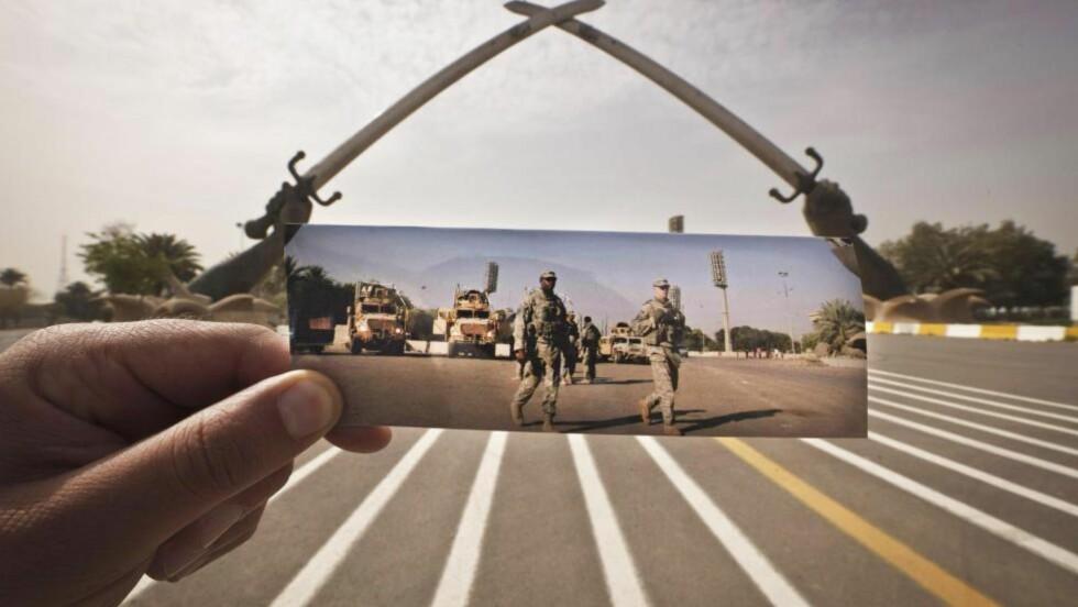 STORMANNSGALSKAP: Dette krigsmonumentet satte Saddam Hussein opp etter krigen mot Iran på slutten av 1980-tallet. Bildet under er av amerikanske soldater og tatt i 2008. Foto: Maya Alleruzzo/AP/NTB Scanpix