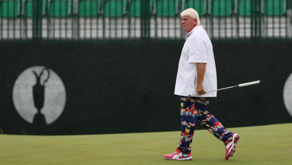KLAR: John Daly øvde seg på greenen på Royal Liverpool Golf Club onsdag. I dag starter The Open. Foto: Jon Super / AP Photo / NTB Scanpix