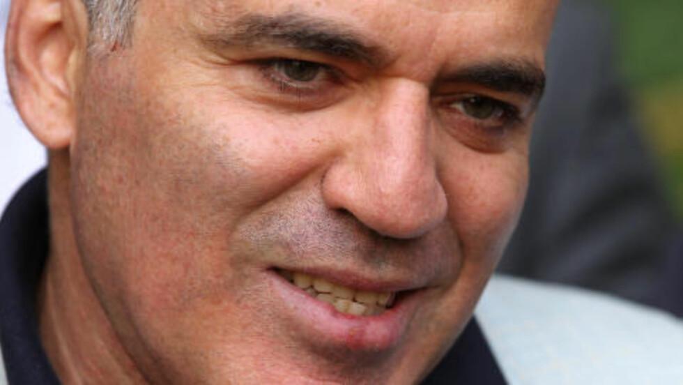 STØTTER TROMSØ: Garri Kasparov mener Tromsø 2014 gjør rett i å ikke la lag melde seg på etter fristen. Foto: AP Photo/Mikhail Metzel/NTB Scanpix
