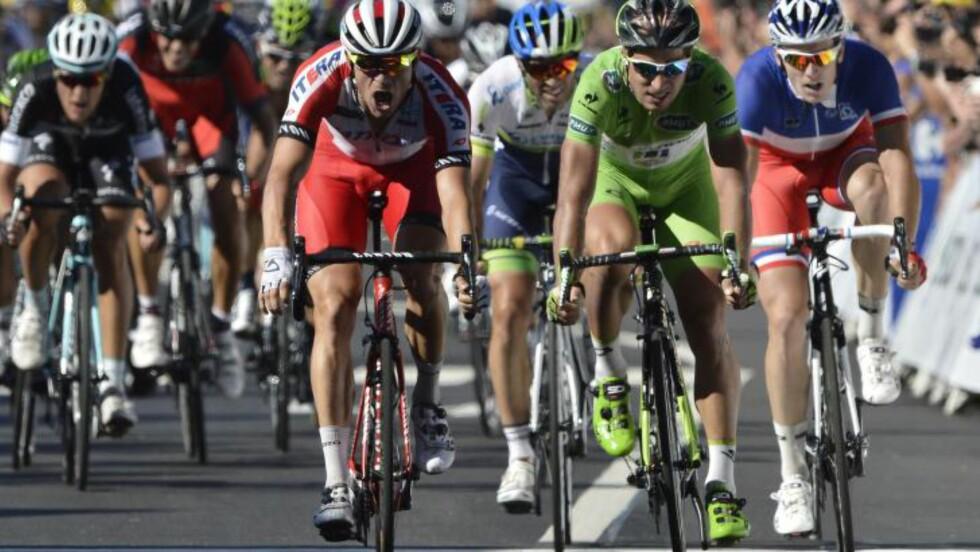 STERKEST: Peter Sagan måtte nok en gang ta til takke med en andreplass i årets Tour de France. Slovaken hadde ikke sjanse til å slå Alexander Kristoff. Foto: JEFF PACHOUD (Scanpix/Afp)