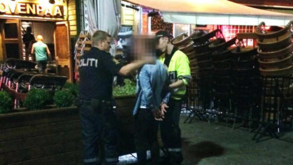 TATT:   En Viking-spiller måtte prate med politiet utenfor et utested i Stavanger natt til mandag.