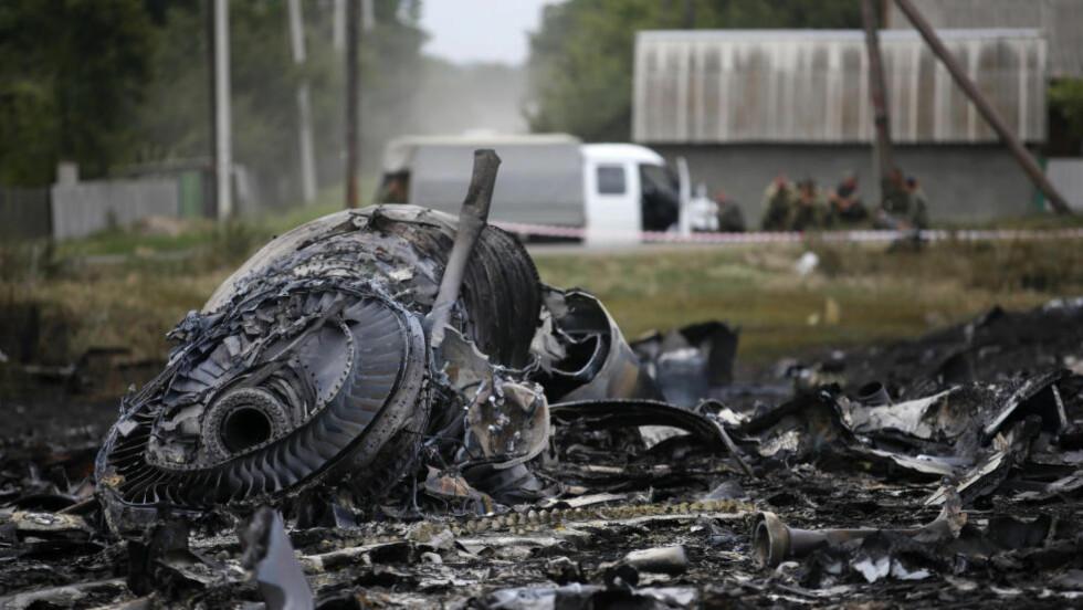 VRAKRESTER: Vrakrester øst i Ukraina. Ukraina og USA er overbevist om at flyet ble skutt ned. REUTERS/Maxim Zmeyev