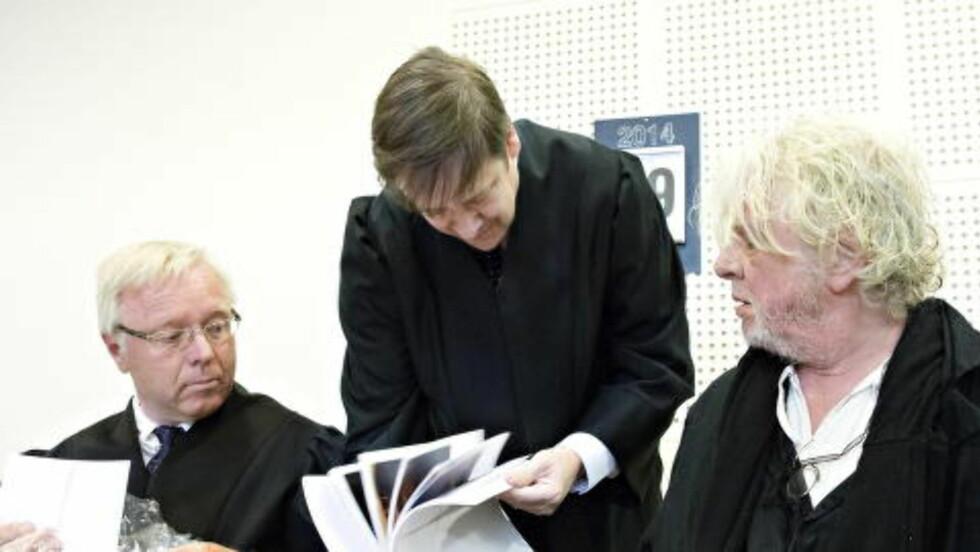 I RETTEN: Odd Nerdrum og sine to advokater Pål Berg og John Christian Elden i retten. Foto: Nina Hansen / Dagbladet